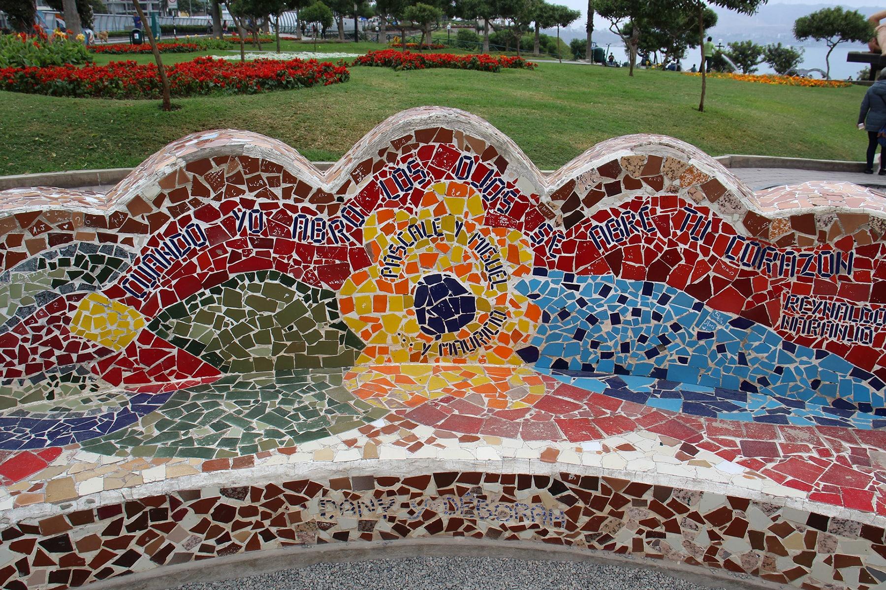 Citazioni su una panchina del Parque del Amor, Lima