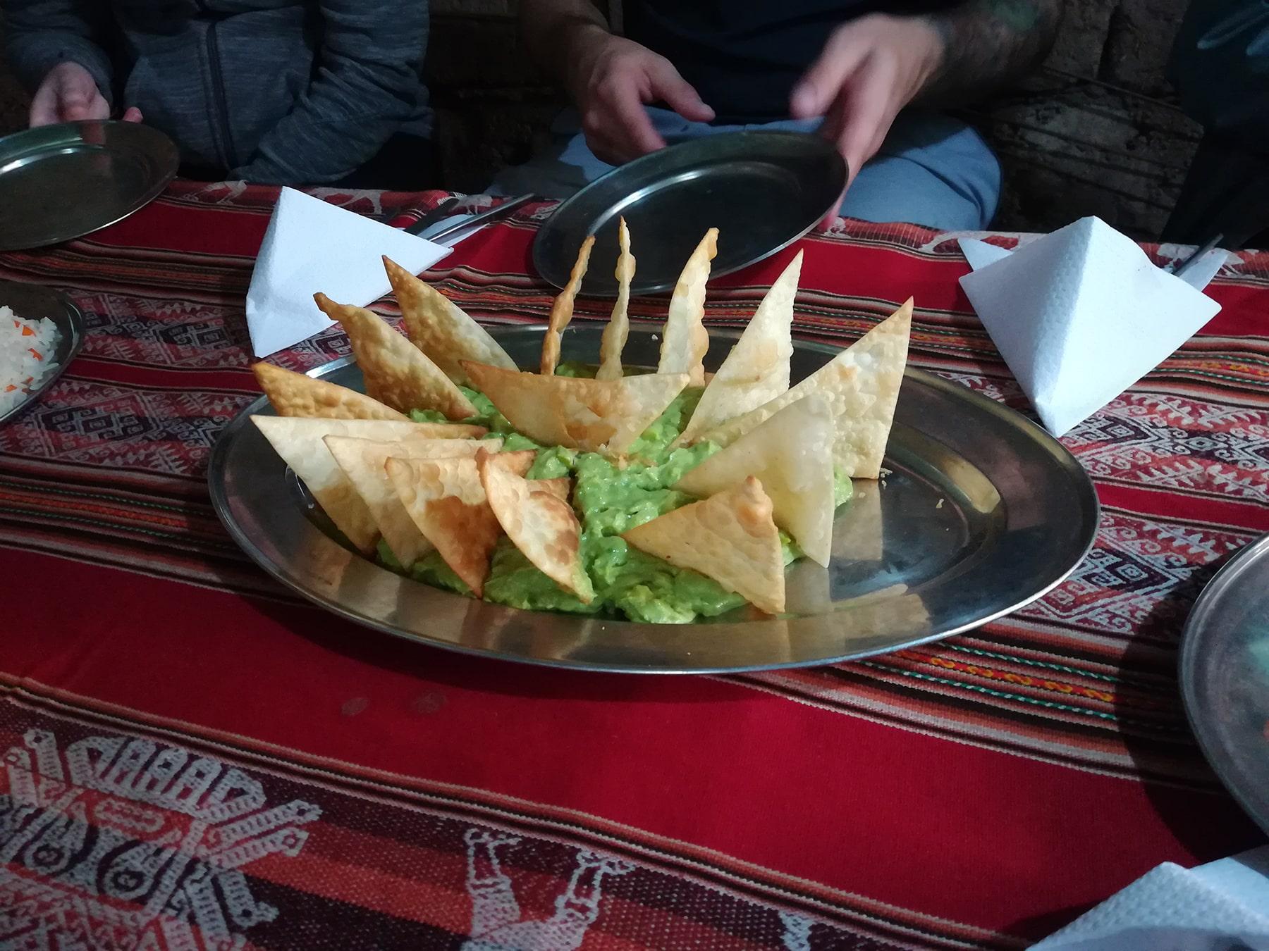 I nachos e guacamole fatti in casa sull'inca trail