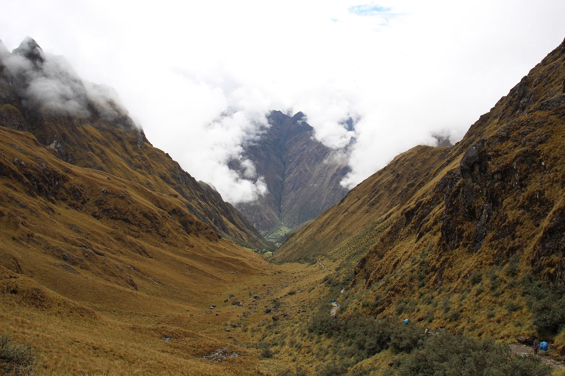 La valle nel passo del Dead Woman's pass e il sentiero inca trail