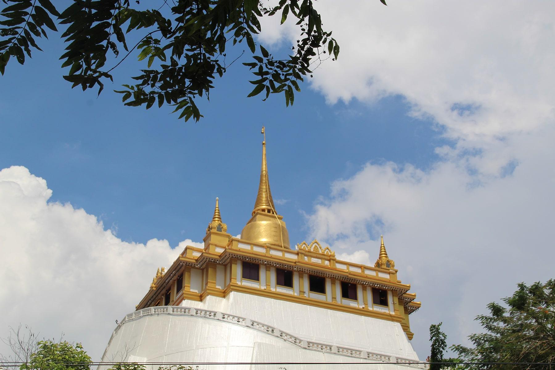 Wat Saket detto anche tempio della montagna d'oro a Bangkok collocato su una collina