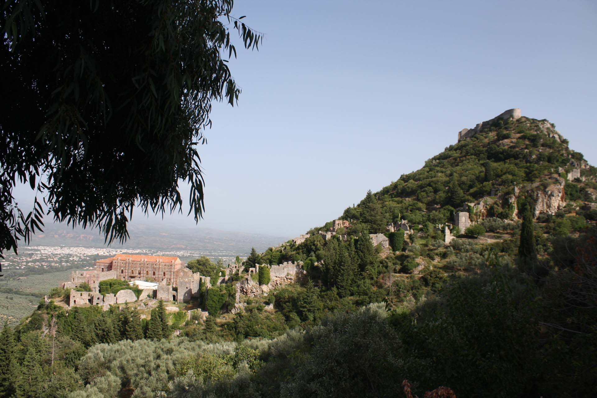 Vista sulla città alta e sulla fortezza di Villehardouin a Mistra