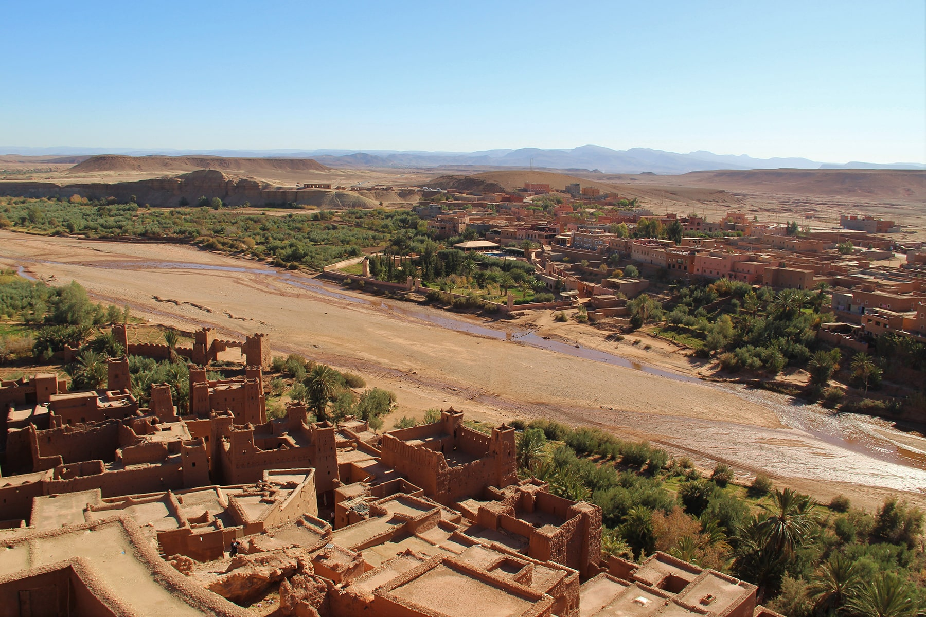 La città vecchia e nuova di Ait Benhaddou separata dal fiume
