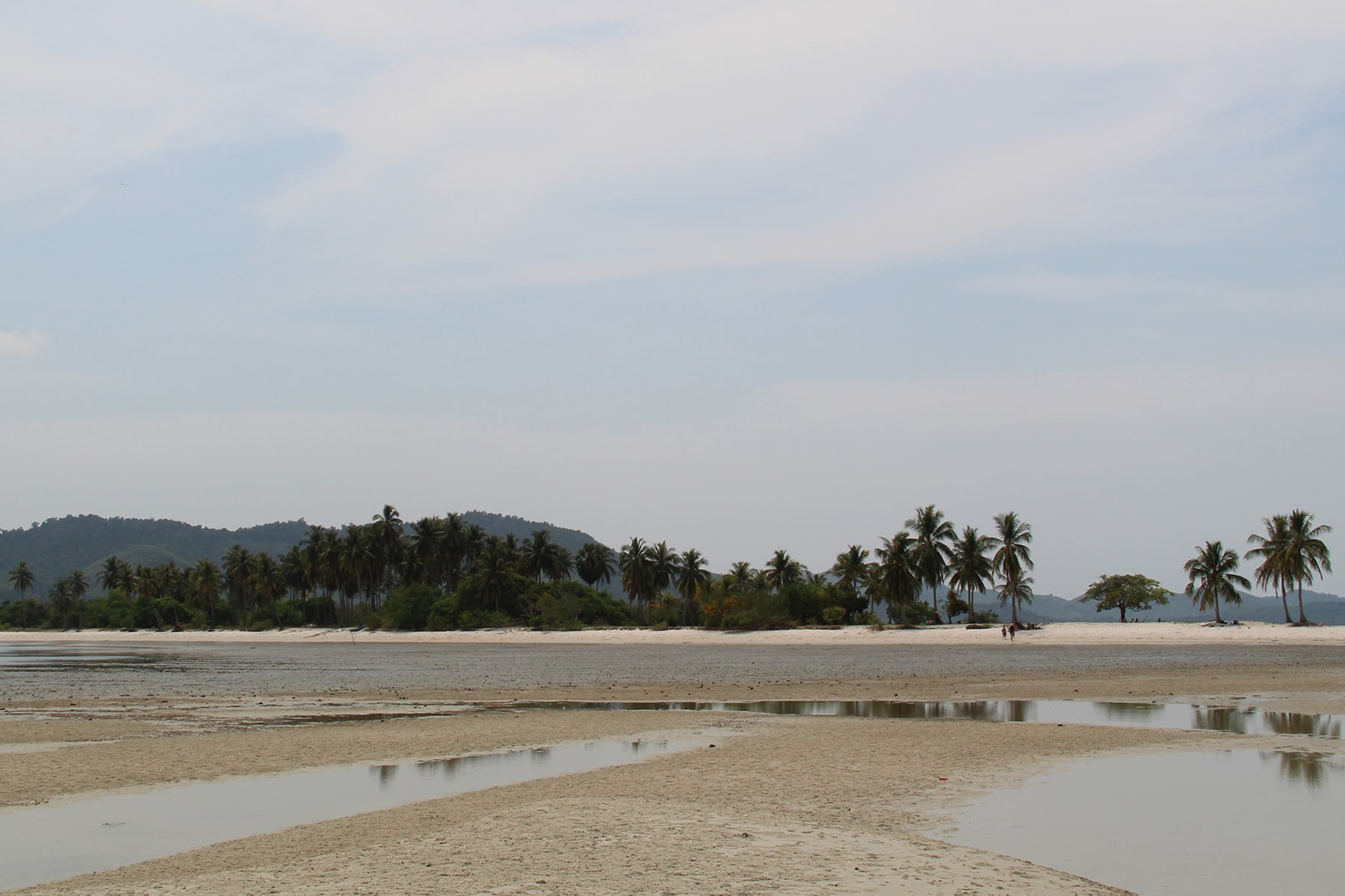 The low tide and Hua Lam Laad Beach - Koh Yao Yai island