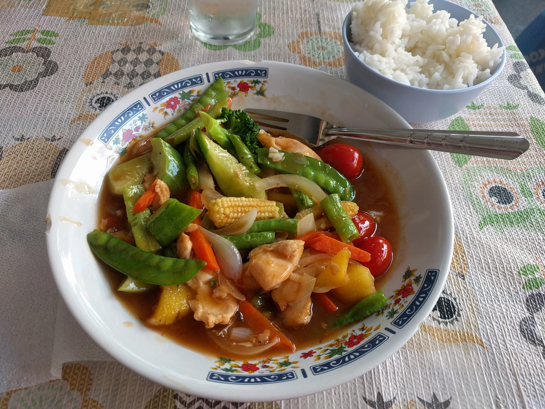 Chicken rice with vegetables dish