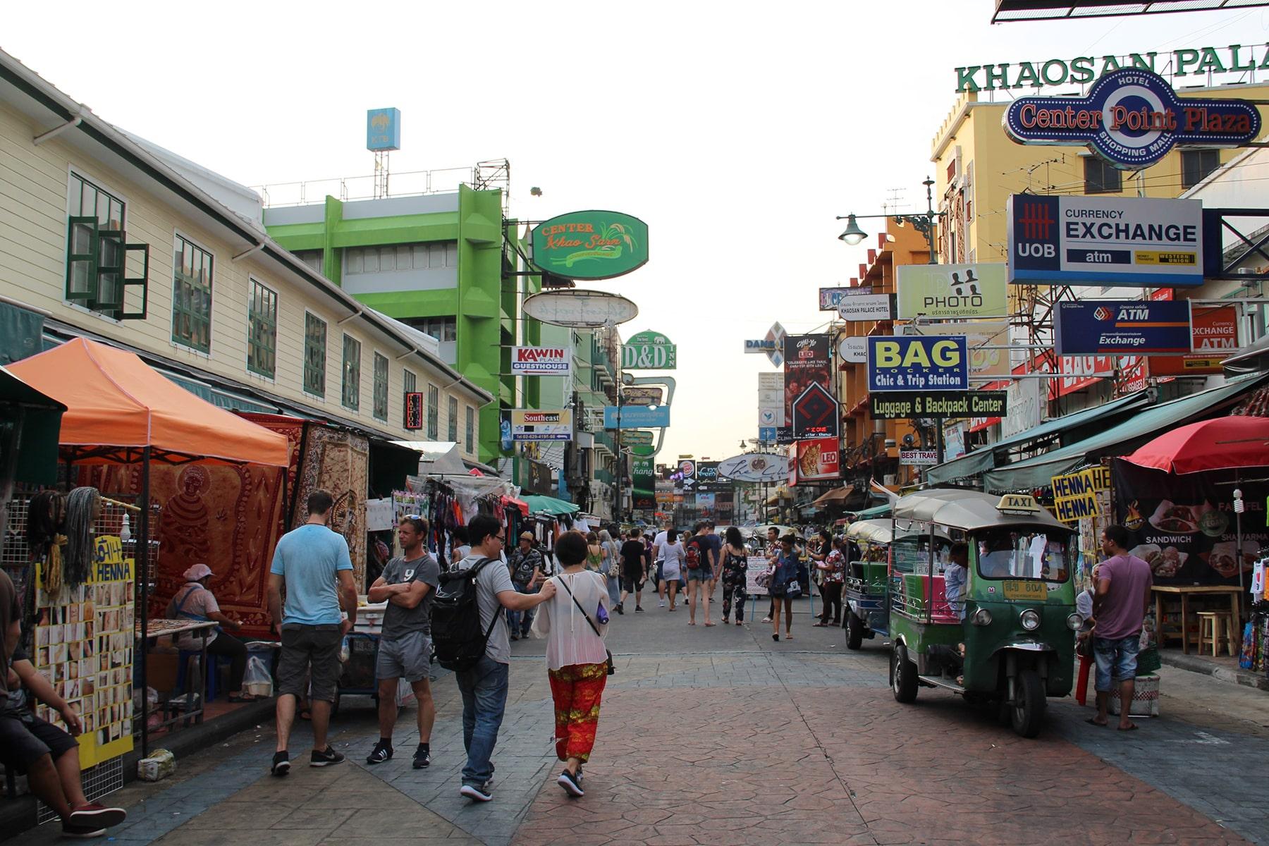 Una via pedonale di Bangkok
